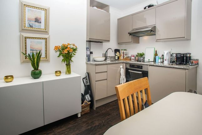 1 bed flat for sale in Monmouth Road, London W2