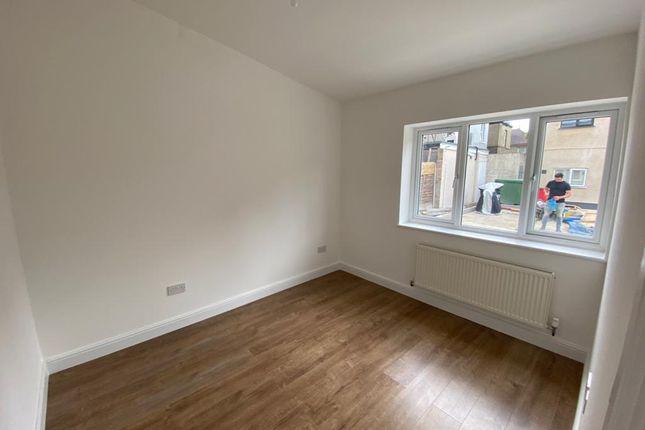 Bedroom/Dining Area