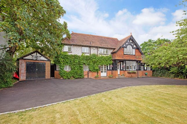 Thumbnail Detached house to rent in Lock Avenue, Maidenhead