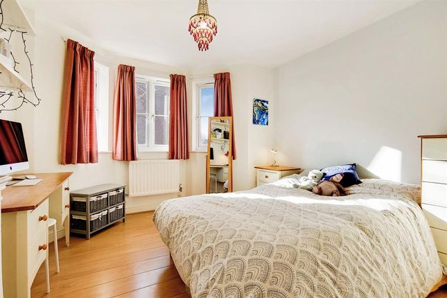 Flat for sale in Blakes Road, Peckham