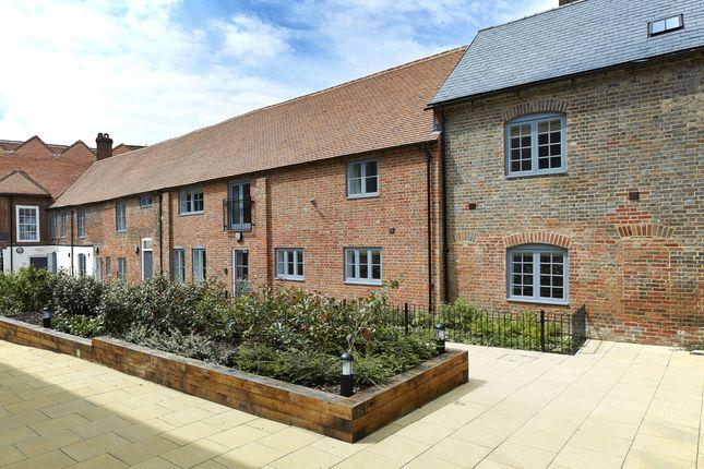 2 bed flat to rent in Oxford Street, Newbury RG14