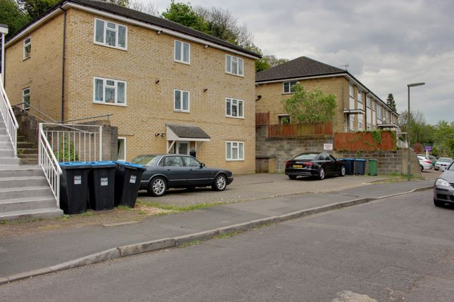 Thumbnail Flat to rent in Commonwealth Road, Caterham