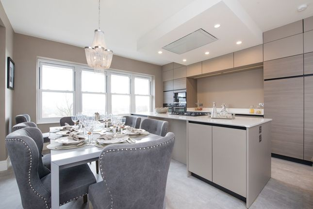Thumbnail Flat to rent in E, Lyndhurst Road, Hampstead