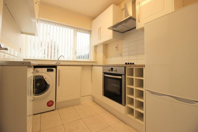 Thumbnail Flat to rent in Low Moor Side, New Farnley, Leeds