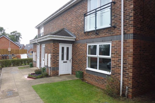 2 bed flat to rent in Aspall Close, Redditch, Worcestershire B97