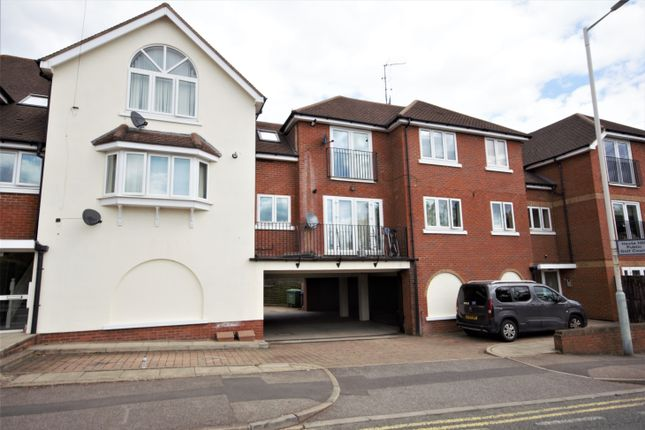 Thumbnail Flat to rent in Rickmansworth Road, Northwood