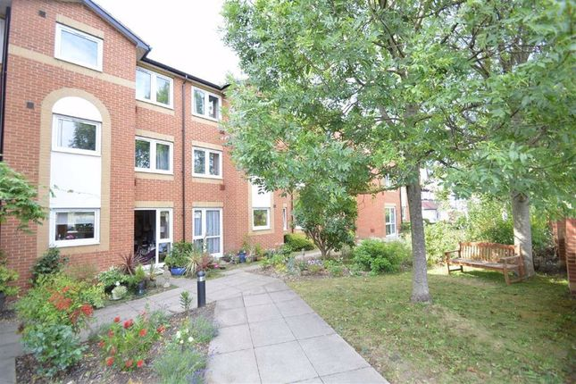 Thumbnail Flat for sale in Brighton Road, Coulsdon, Surrey