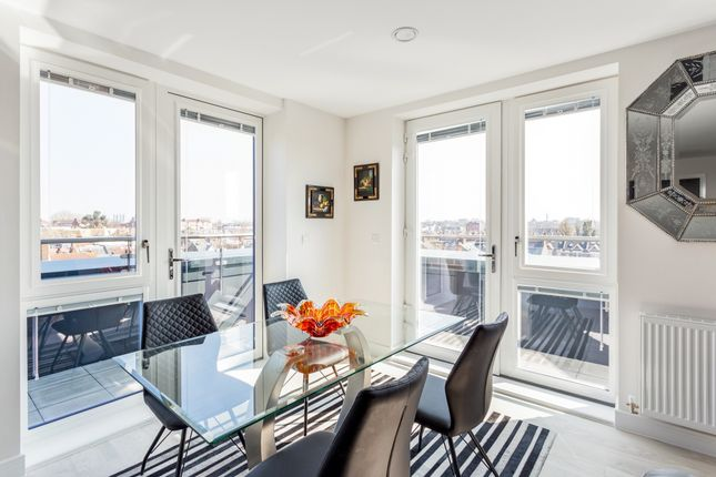 Thumbnail Flat to rent in Colonnade Gardens, London