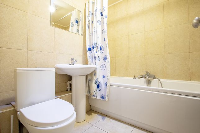 Bathroom of Tippett Rise, Reading, Berkshire RG2