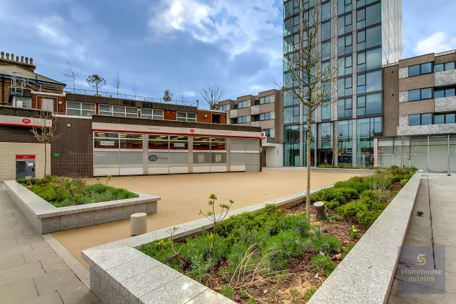 Thumbnail Flat to rent in Hill House, 17 Highgate Hill, London