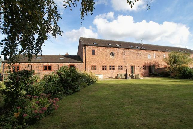 Thumbnail Barn conversion for sale in London Road, Holmes Chapel, Crewe