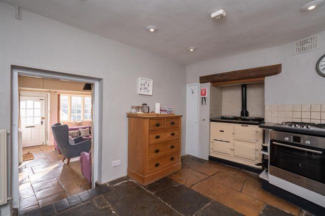Kitchen V2 of High Street, Blockley, Gloucestershire GL56