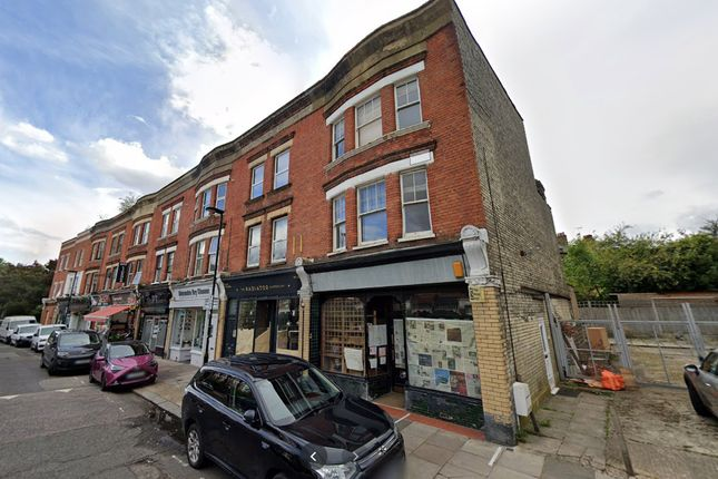 Thumbnail Maisonette to rent in Crescent Road, London