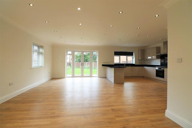 Lounge/Kitchen of Montrose Close, Welling DA16