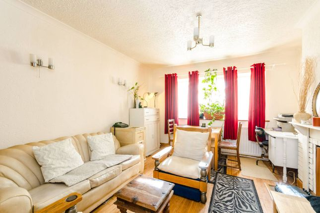 Thumbnail Flat for sale in Westbeech Road, Wood Green