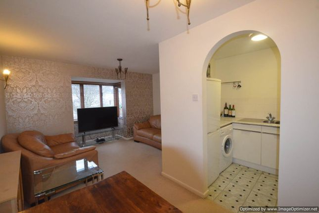 Thumbnail Flat for sale in Maple Gate, Loughton