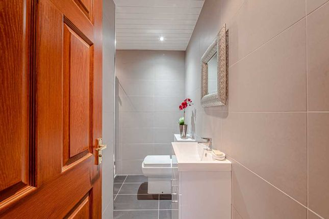 Ensuite of North Green Drive, Airth, Falkirk FK2