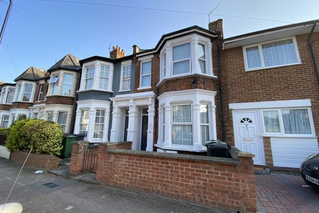 Flat for sale in Leasowes Road, London