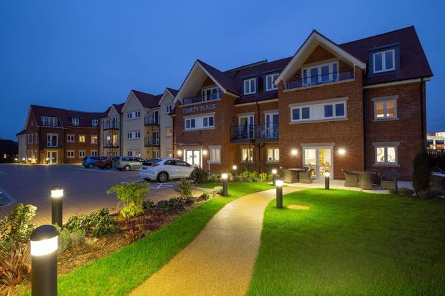 Thumbnail Flat for sale in Penn Road, Hazlemere, High Wycombe