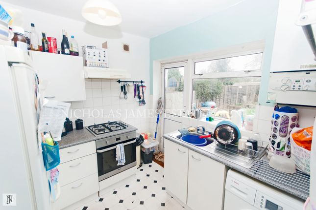 2 bed maisonette to rent in Station Close, Finchley Central