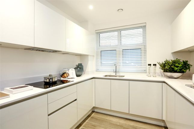 Thumbnail Flat for sale in Middleton Court, Wimbledon, Londond