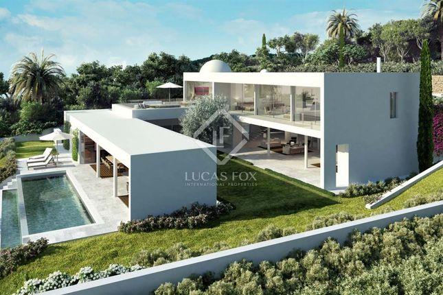 Thumbnail Villa for sale in Spain, Andalucía, Costa Del Sol, Marbella, Estepona, Mrb8621
