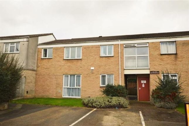 Thumbnail Flat to rent in Greystoke Road, Slough
