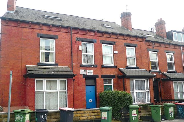 Thumbnail Terraced bungalow to rent in Chestnut Avenue, Hyde Park, Leeds