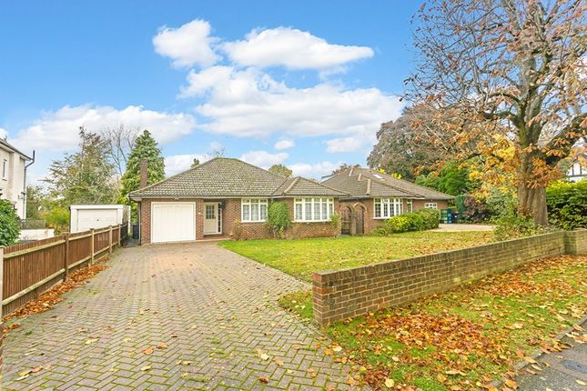 Thumbnail Detached bungalow for sale in Peaks Hill, Purley