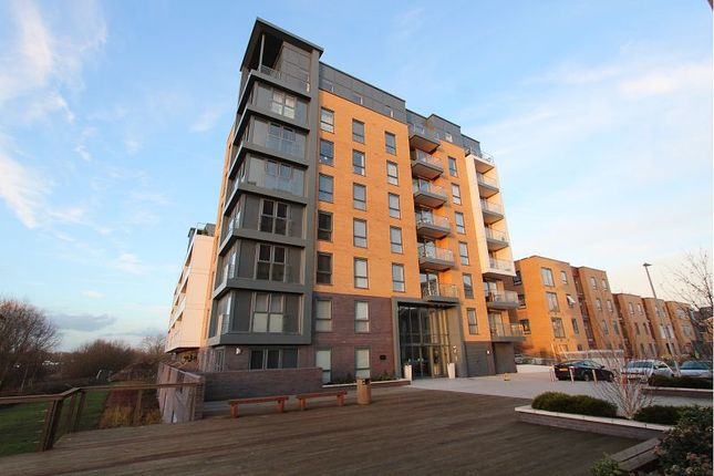Thumbnail Flat for sale in Drake Way, Reading