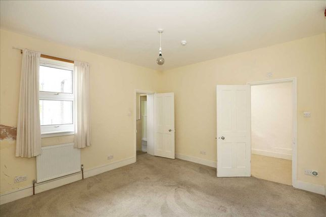 Flat to rent in Avondale Road, South Croydon