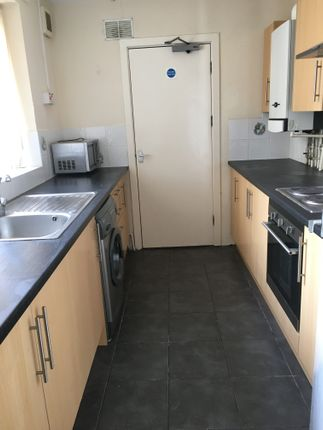 Thumbnail Flat to rent in 18 Victoria Terrace, Bynmill, Swansea