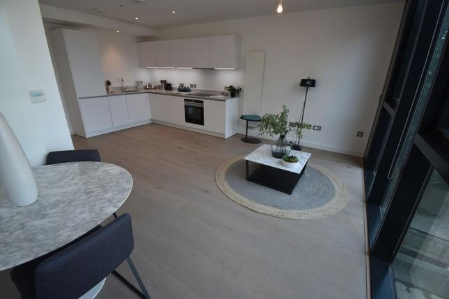 Thumbnail Flat to rent in Hill House, Highgate Hill, Archway, London