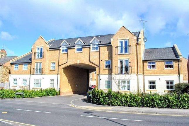 2 bed flat for sale in Eagle Close, Leighton Buzzard LU7