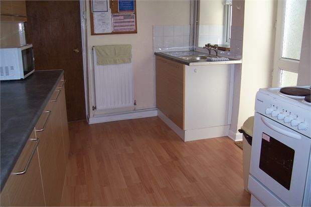 5 bedroom shared accommodation to rent in Argyle Street, Sandfields, Swansea