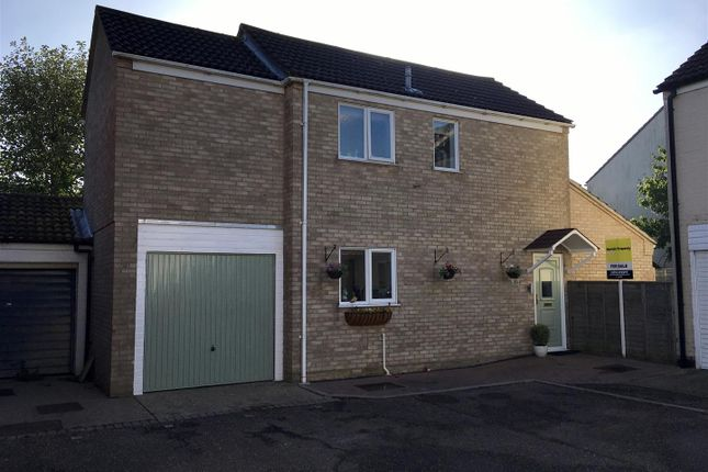3 bed detached house for sale in Porter Road, Long Stratton, Norwich