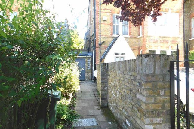 Thumbnail Studio to rent in Lion Gate Gardens, Kew, Richmond