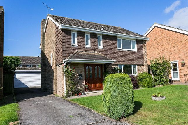 4 bed detached house for sale in brompton drive nr pinkneys green maidenhead berkshire sl6