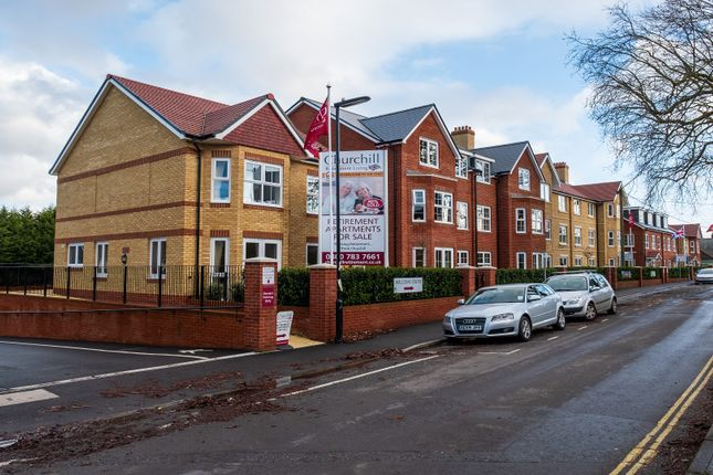 2 bed flat for sale in North Close, Lymington, Hampshire SO41