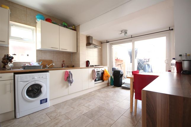 Thumbnail Flat to rent in Carlisle Court, Carlisle Avenue