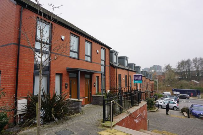 3 bed terraced house to rent in Spinner Street, Stockport SK1