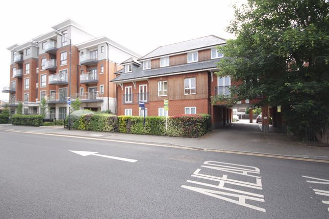 2 bed flat for sale in Bridge Avenue, Maidenhead