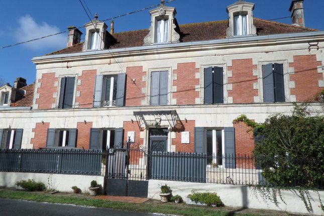 Thumbnail Villa for sale in Royan, Charente-Maritime, Nouvelle-Aquitaine