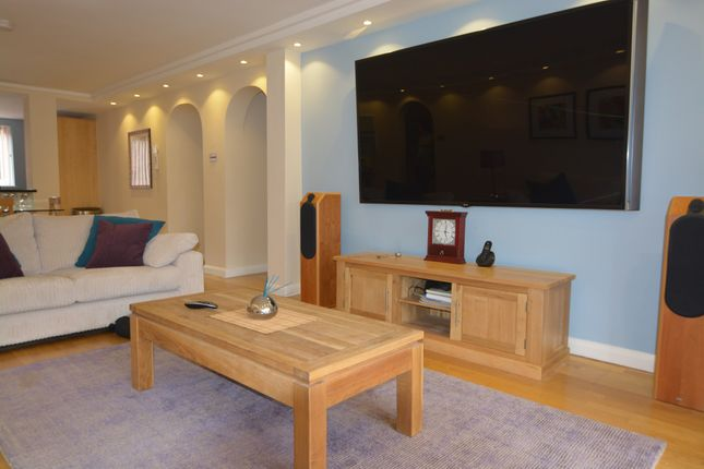 Thumbnail Flat for sale in Lancaster Drive, Canary Wharf, London