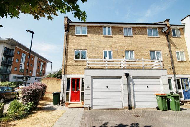 Thumbnail Town house to rent in Grimsby Grove, London