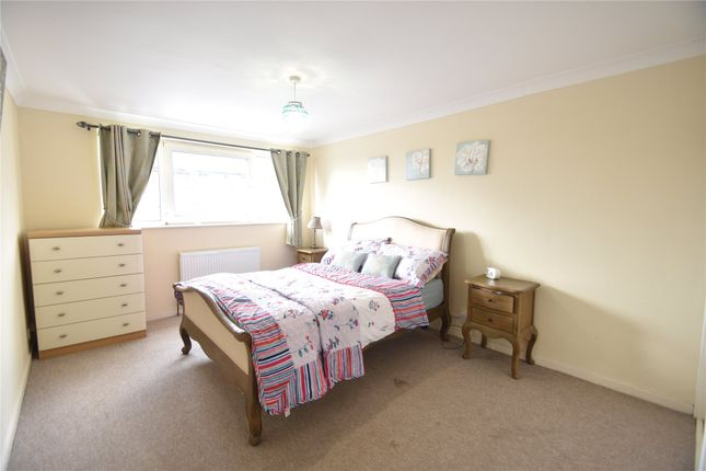 Picture No. 24 of Denham Close, Maidenhead, Berkshire SL6