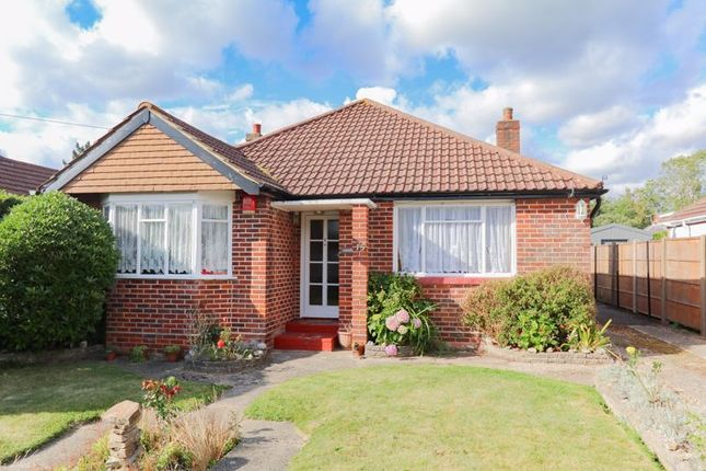 2 bed detached bungalow for sale in Lyndale Road, Park Gate, Southampton SO31