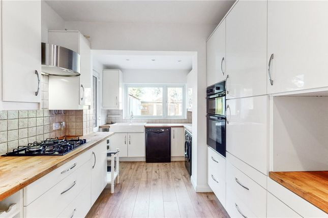 Thumbnail Property to rent in Baronsmede, London
