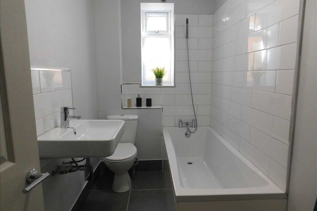 Bathroom of Lewis Crescent, Cliftonville, Margate CT9