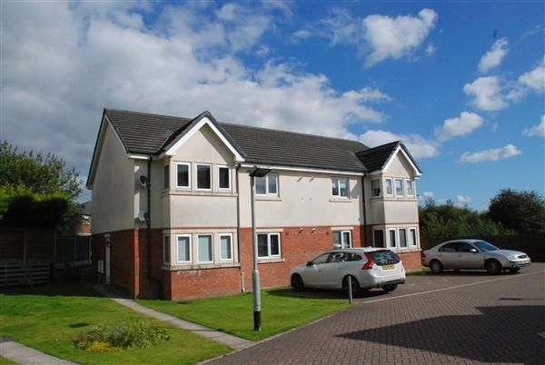 2 bed flat to rent in The Oaklands, Castleton